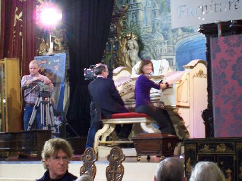 Phil Kelsall and Fiona Bruce at the organ.