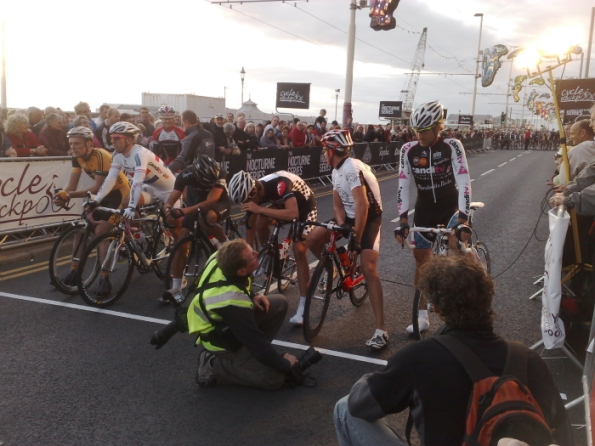 Elite riders at the start